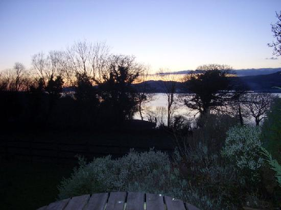Hazelwood Bed and Breakfast: sunset from the patio