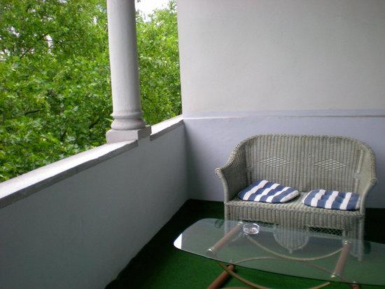 Comet Hotel: Balcony ( breackfast room)