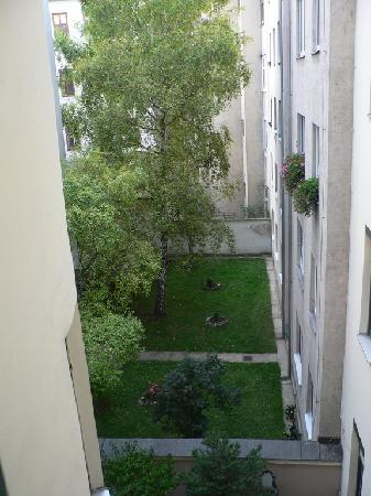 Hotel Riede: Window view to internal yard
