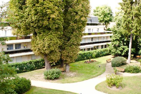 Best Western Plus Hôtel du Parc : Room facing the back side of the hotel