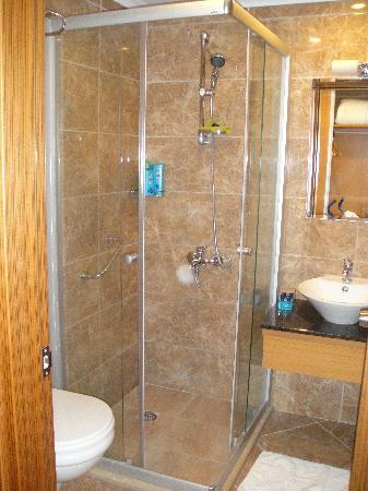 Aes Club Hotel: Bathroom