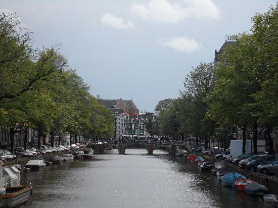 Amsterdam, Pays-Bas : Nice view from a bridge
