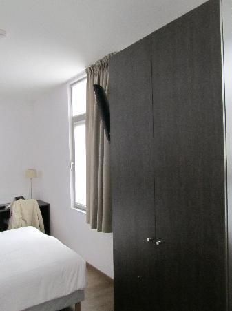 3 Paardekens Hotel: doorzicht hotelkamer