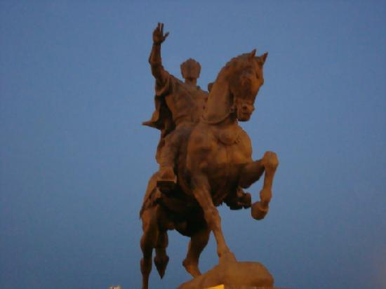 Τασκένδη, Ουζμπεκιστάν: Statue of  Amir Temur,  the great  ruler of Uzbekistan