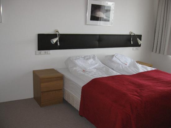 Downtown Reykjavik Apartments: Bedroom 2 (larger room)