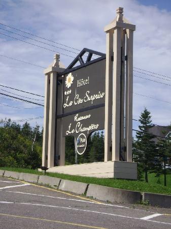 Hotel La Cote Surprise: Sign for Hotel-Motel La Cote Surprise