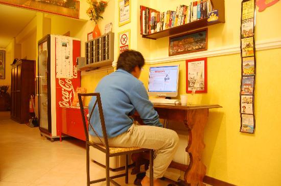 Hostel & Hotel Bella Capri: パソコンもあり、室内はきれいです。
