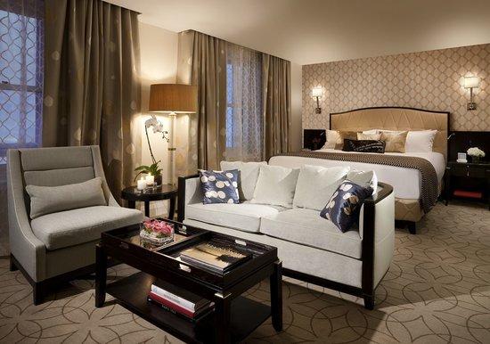 Rosewood Hotel Georgia: Deluxe King Guestroom