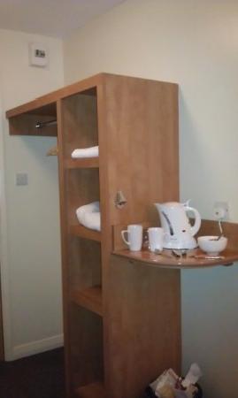 Premier Inn Nottingham City Centre (Goldsmith Street) Hotel: Wardrobe & Coffee etc
