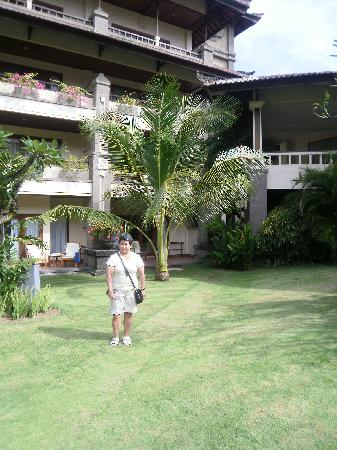 Peninsula Beach Resort Tanjung Benoa: The beautifull garden