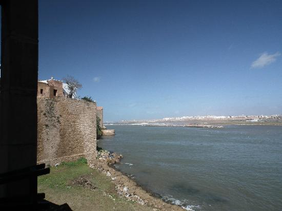 Rabat, Maroko: on the ramparts of the Kasbah looking over to Sale