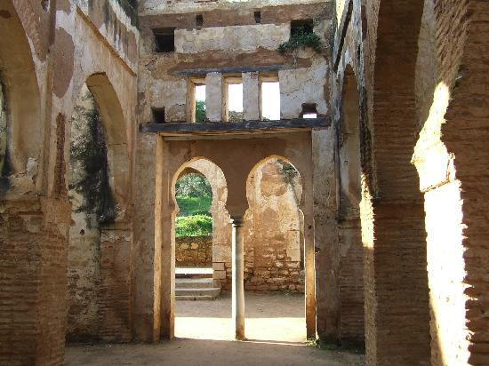 Рабат, Марокко: inside the ruins of Chellah