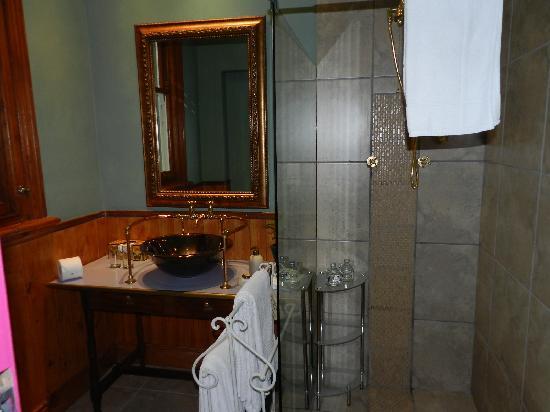 Parker Cottage: Second Bathroom