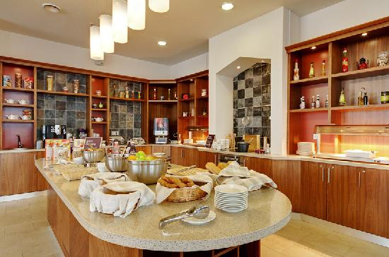 Staybridge Suites St. Petersburg: The hub kitchen is the heart of the hotel, this is where you will find your complimentary breakf
