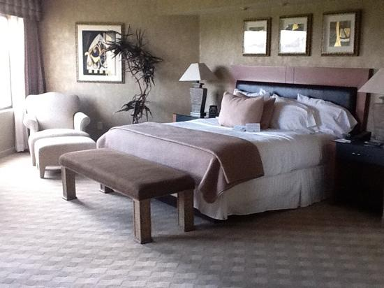 Embassy Suites by Hilton Phoenix-Scottsdale: WHat a bedroom !