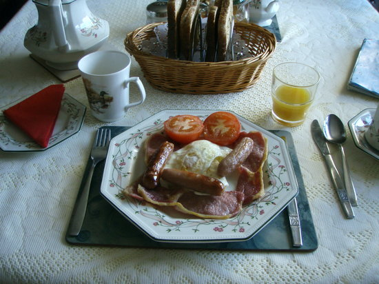 "Ballybofey, Ireland: A ""full Irish breakfast"" at Johny B's"