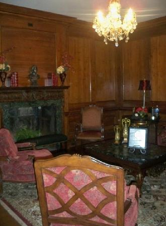 The Castle at Skylands Manor: King Alfred Living room area