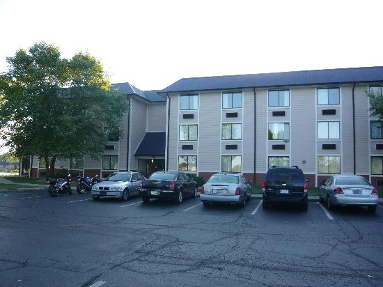 Waterfront Hotel and Conference Center: Outside of the hotel