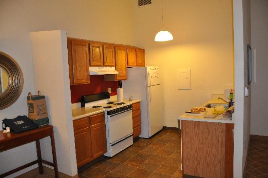 Residence Inn Hartford Downtown: Practical kitchen