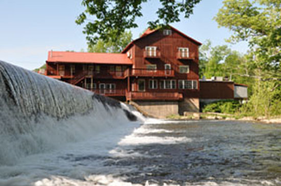 Damascus Old Mill Inn : Lodging and Casual Fine Dining overlooking the Old Mill Waterfall