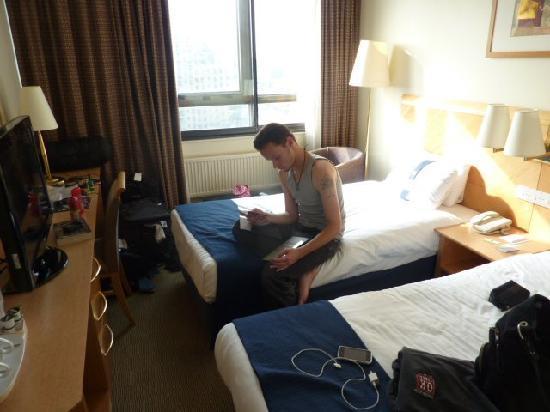 โรงแรมฮอลิเดย์อินน์ ลอนดอน เคนซิงตัน ฟอรั่ม: hard beds