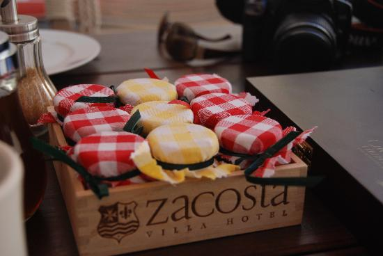 Zacosta Villa Hotel: There are so many jams for you to choose in breakfast!
