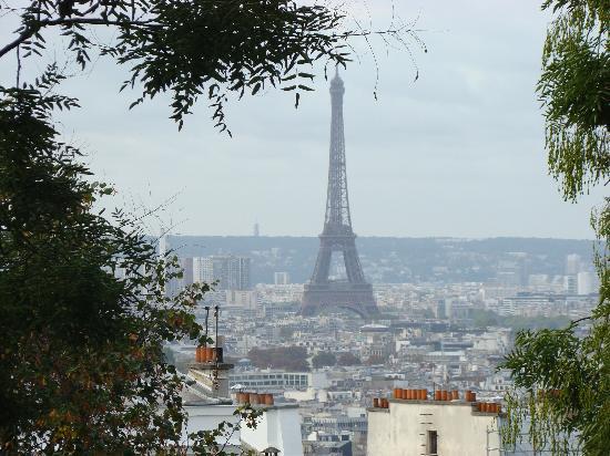 Mercure Paris Centre Eiffel Tower Hotel: View from Basilique De Sacre Cour