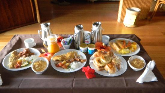 InterContinental Bora Bora Le Moana Resort: Room Service Breakfast