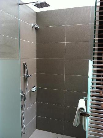 the open concept shower - Picture of Courtyard @ Heeren Boutique ...