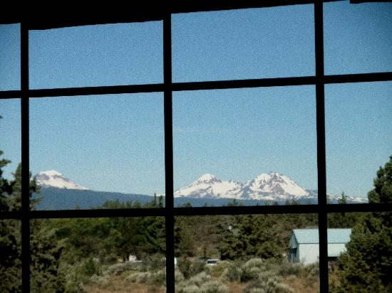 Holiday Inn Express Bend: View from room of snow capped peaks