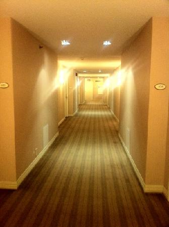 Sheraton Oklahoma City Downtown Hotel : 6th floor hallway