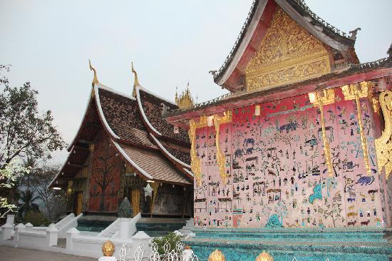 Tempel van de Gouden Stad (Wat Xieng Thong): Red chapel