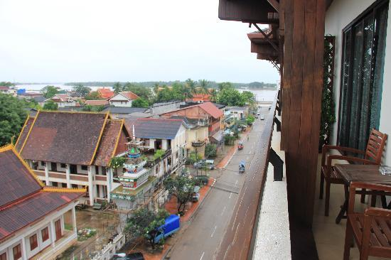 Salana Boutique Hotel: view from balcony to Mekong River