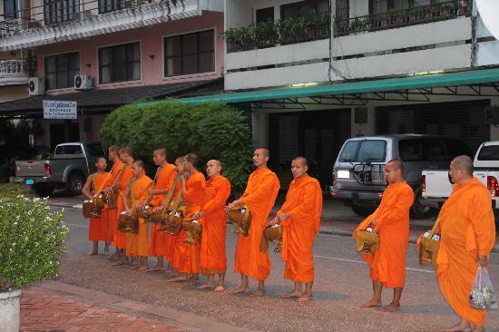 Salana Boutique Hotel: monks chanting outside our hotel after collecting alms