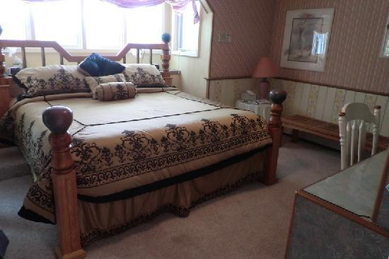 Halcyon Heights B&B / Inn: One of the many bedrooms