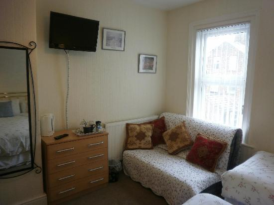 Cromer Guest House: Family room (room 5)