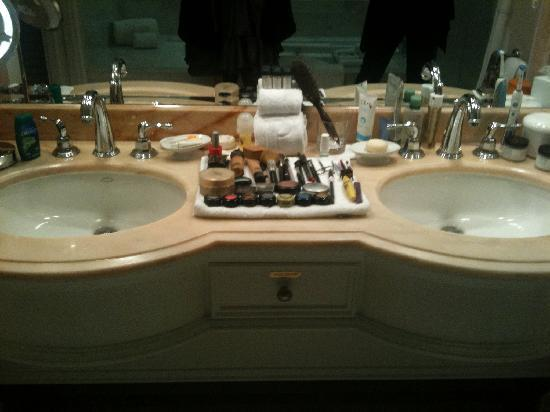 The Peninsula Beverly Hills: Double basins in bathroom.