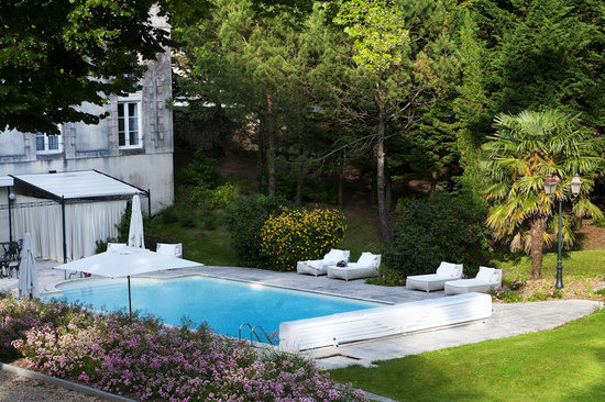 تشاتو دو ميرامبو: Outdoor Pool