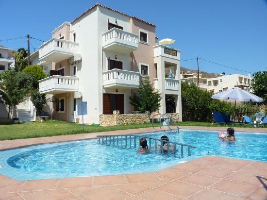 Panthea Suites: 3 apartments right and pool