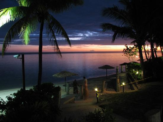 Outrigger Fiji Beach Resort : Sunset from the sundowner bar and grill