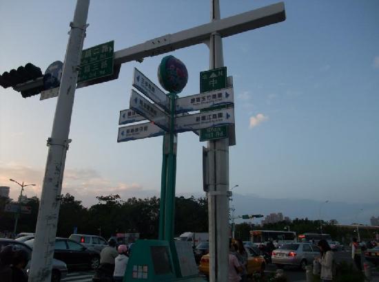 New Jyuejiang Shopping Area : 新堀江商圏2