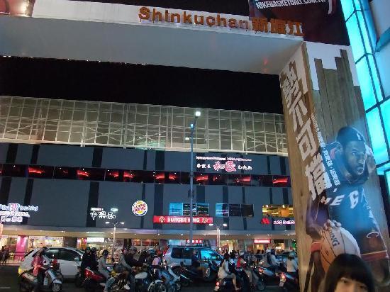 New Jyuejiang Shopping Area : 新堀江商圏4
