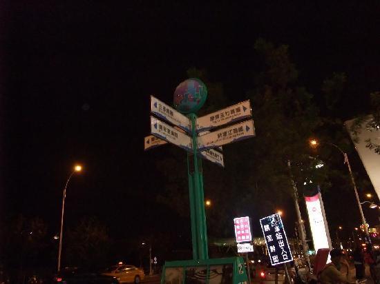 New Jyuejiang Shopping Area : 新堀江商圏5