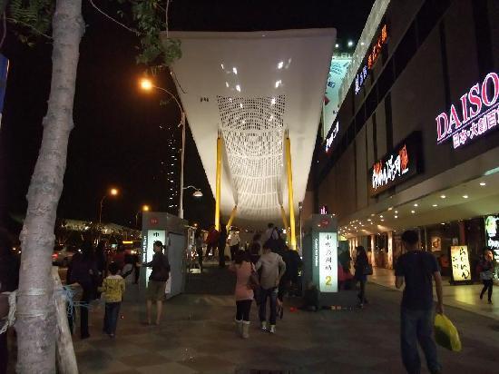 New Jyuejiang Shopping Area : 新堀江商圏6