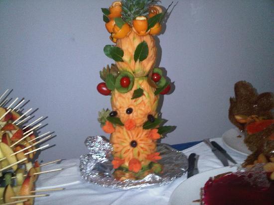 Hotel Rosen Garden : Dolci e frutta per la serata in giardino