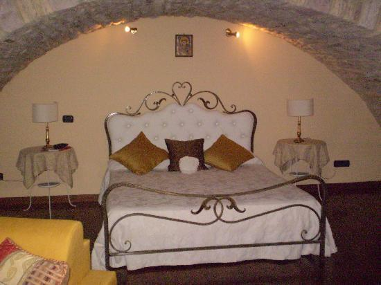 ... sleep, amongst old stones - Picture of Hotel Lieto Soggiorno, Assisi