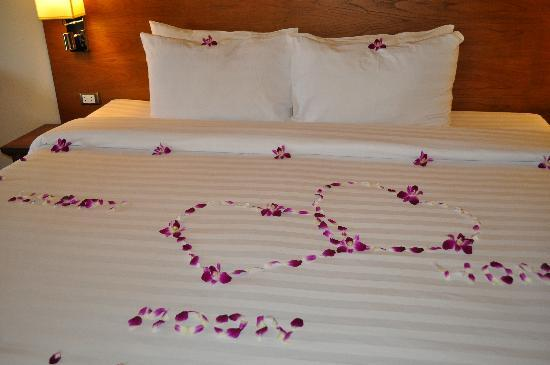 Kamala Beach Resort (a Sunprime Resort) : bed