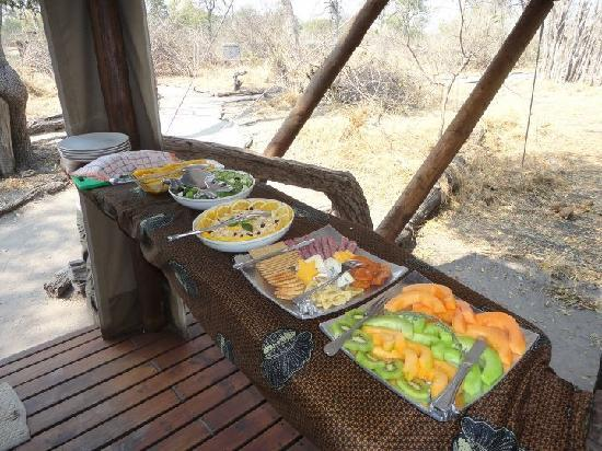 Linyanti Bush Camp: Lunch buffet