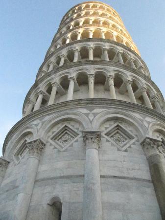 Torre di Pisa: vista della torre mentre siamo in attesa