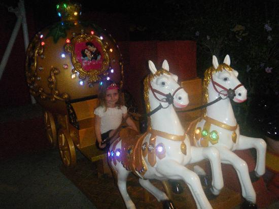 WOW Topkapi Palace: kids night time small fairground